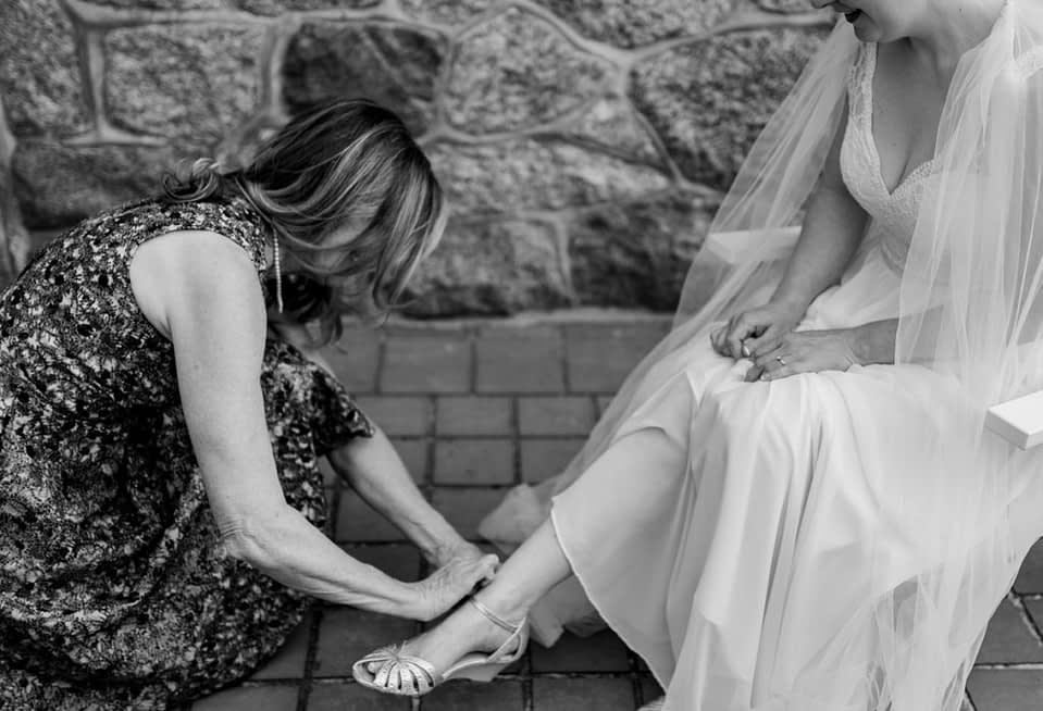 mom helping bride during getting ready